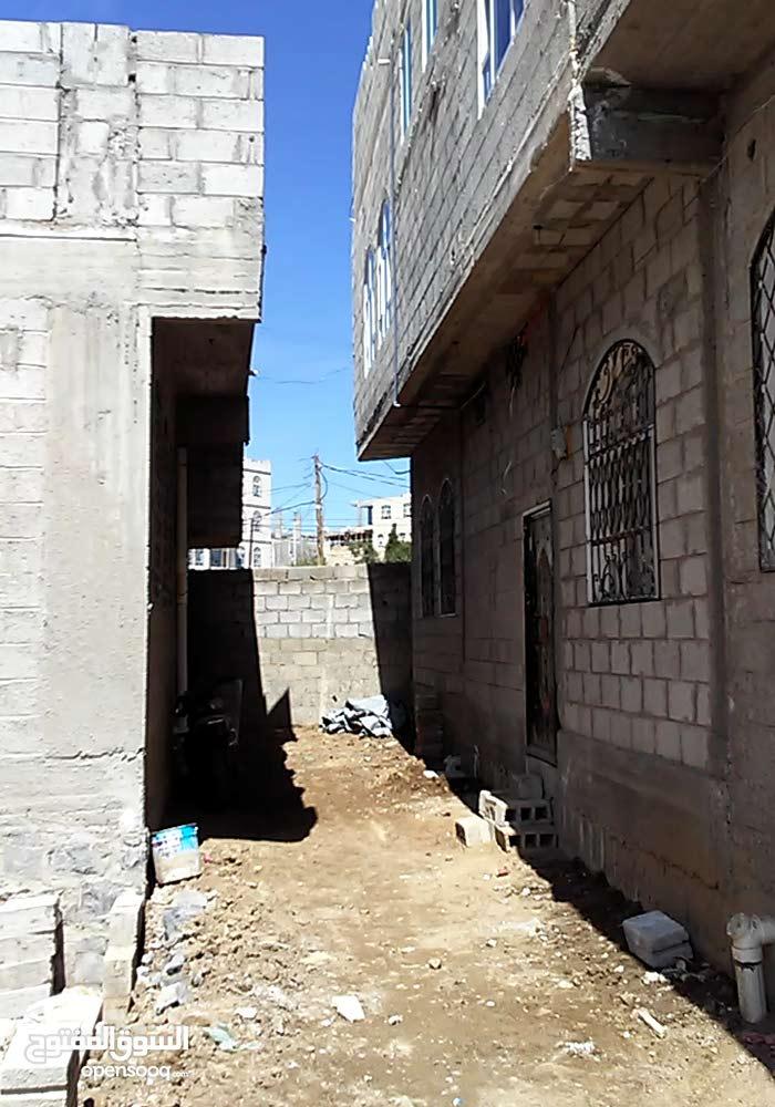 منزل للبيع في حي راقي ومخطط في الستين مقابل جامعة الإيمان