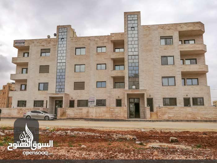 للبيع شقة في( منطقة البنيات) طابق ثالث مساحة _ 147 متر _ من المالك مباشرة
