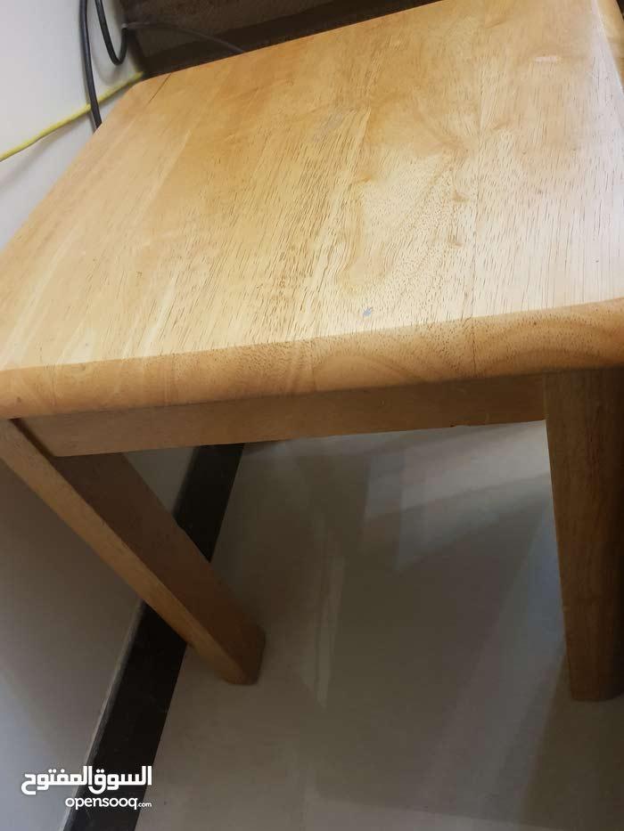 طاولة كبيرة مع 3  طاولة صغيرة