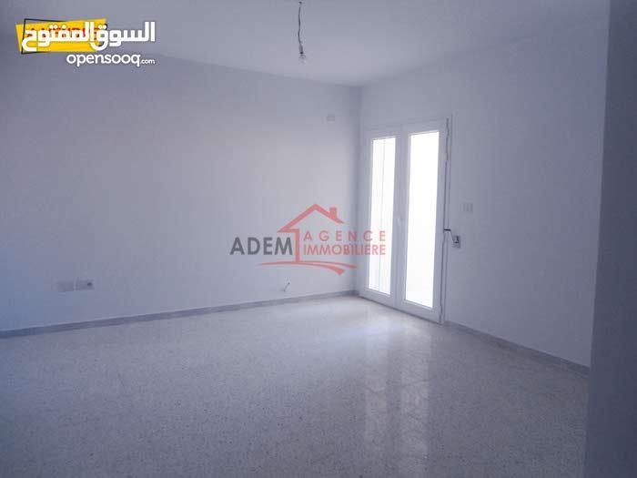 شقة حديثة البناء في حي الرياض