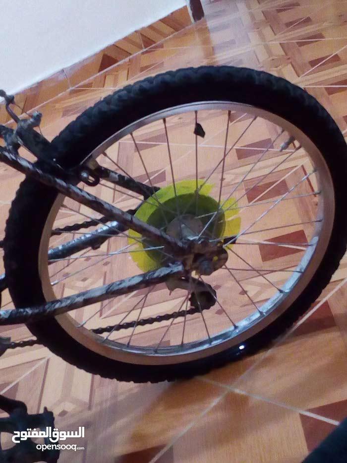 دراجة هواءية للبيع السعر 30دينار بحالة جيدا مع بلف جديد مجانا للطلب 0780519813