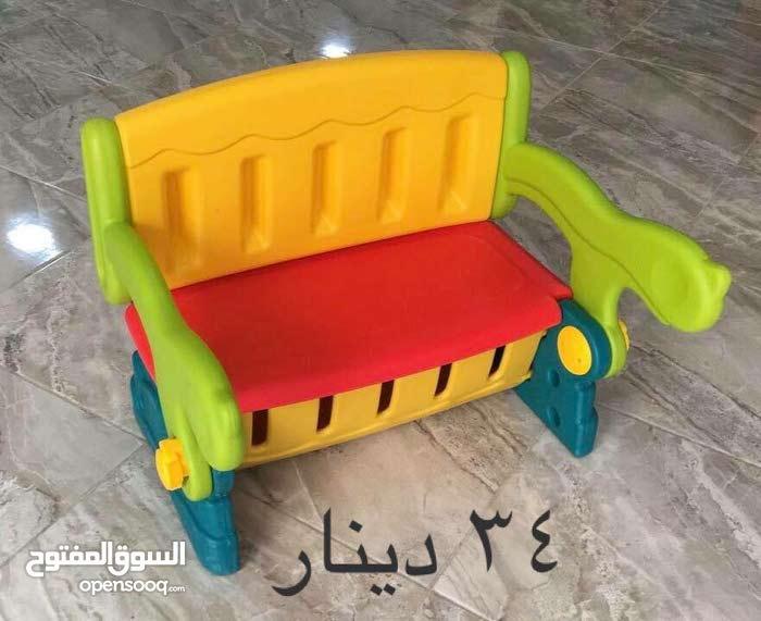 طاولات وكراسي والعاب للاطفال