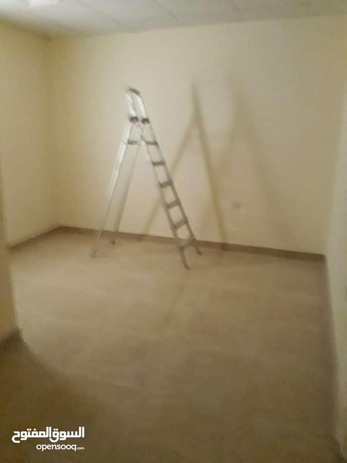 شقة ثلاثة غرف وصالة