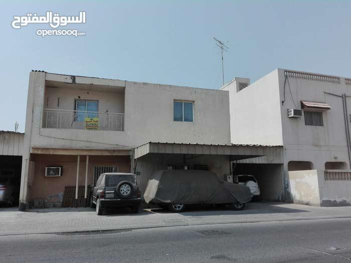 للبيع بيت في مدينة عيسى