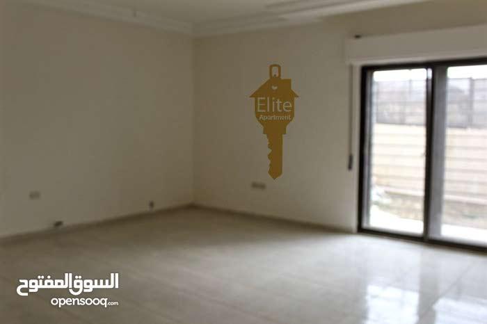 شقة طابق اخير مع روف للبيع في الاردن - عمان - مرج الحمام