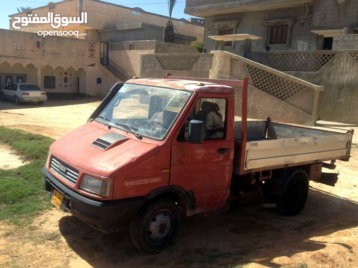 سيارة افيكو 4010 للبيع