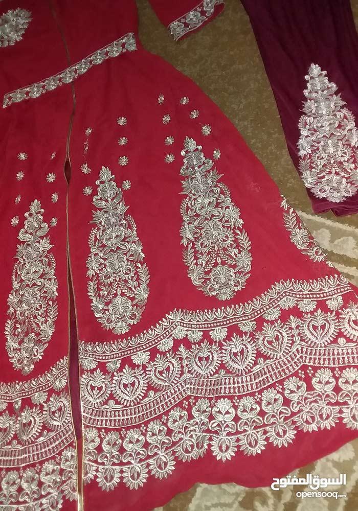 فستان شبة جديد ؛  ملبوس مرة واحده فقط اقل من ساعه  وأخداته 380