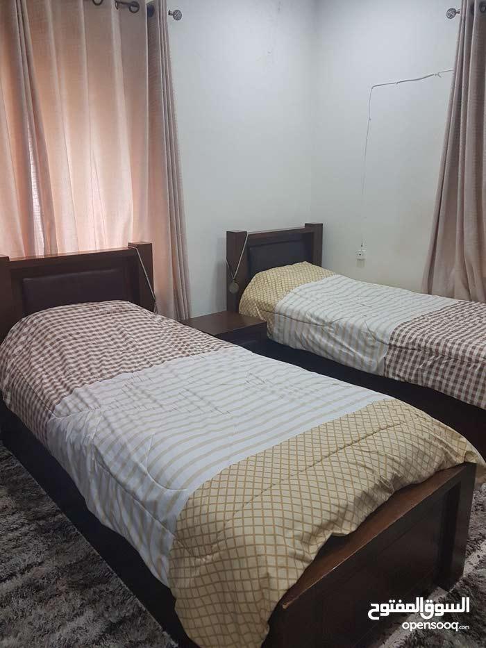 غرفة نوم شبابية للبيع