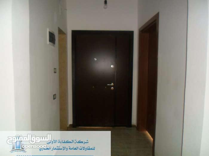 شقة بشارع الخلاطات طريق المطار للبيع