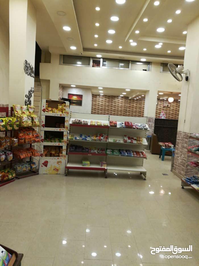 استراحه كامله متكامله ع طريق اربد عمان للبيع.