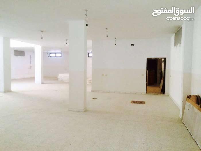 مخزن للايجار في حي دمشق 300 متر.