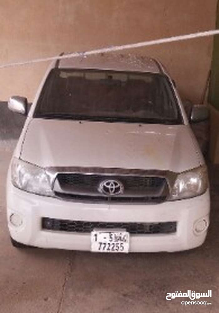 White Toyota Hilux 2010 for sale