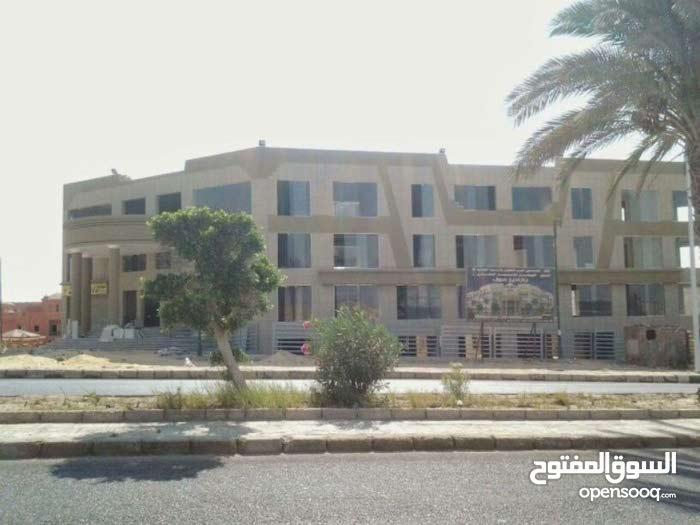 محل للبيع بمول بردايس بمدينة الشروق
