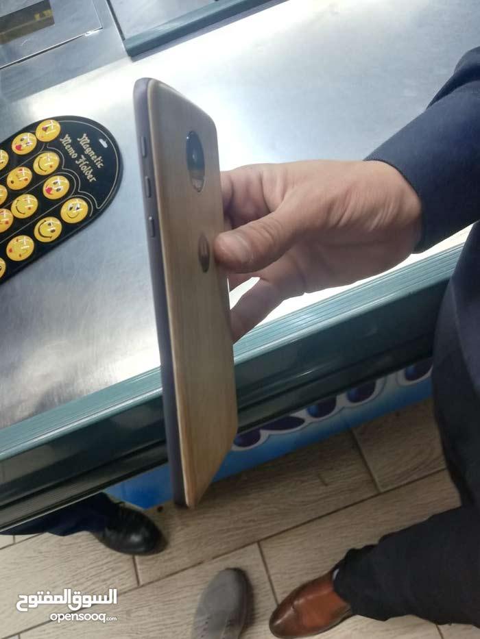 MOTO Z  جهاز وارد امريكي مكفول لسنه من البخيت