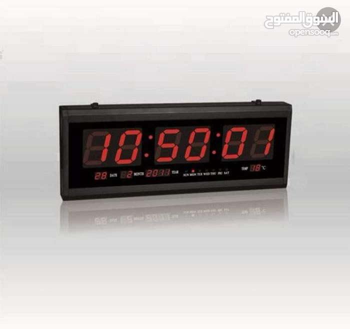 ساعة حائط رقمية مميزة