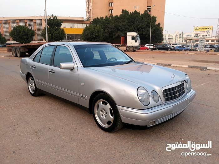 For sale Mercedes Benz E 200 car in Benghazi