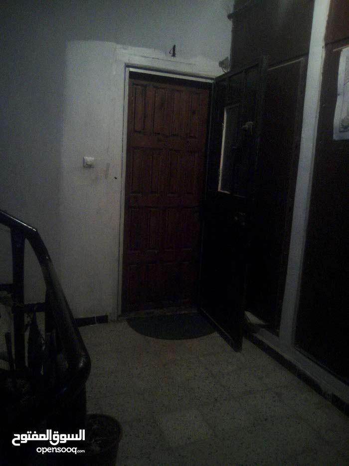 appartements f 4 modifier f5  à vendre a oran   la rue de lion en face hasnawi