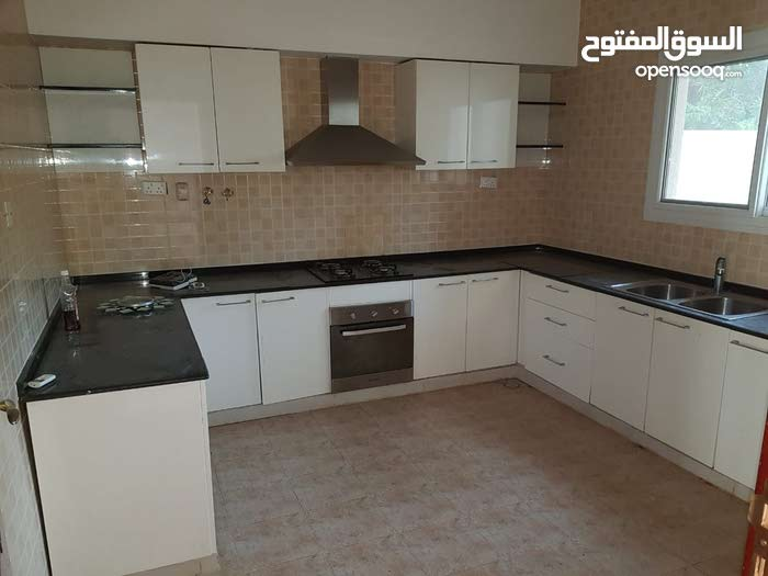 250 sqm  Villa for rent in Seeb