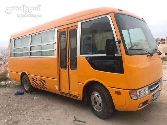 باص مدرسة استعمال دبي بحالة الوكالة 22 راكب مرخص و جاهز للتنازل