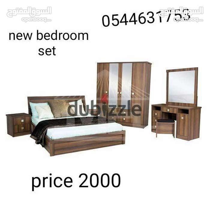 لدي غرفة نوم مجموعة جديدة