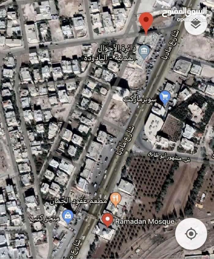 مجمع تجاري للبيع في منطقة اليادوده بجانب الأحوال المدنيه