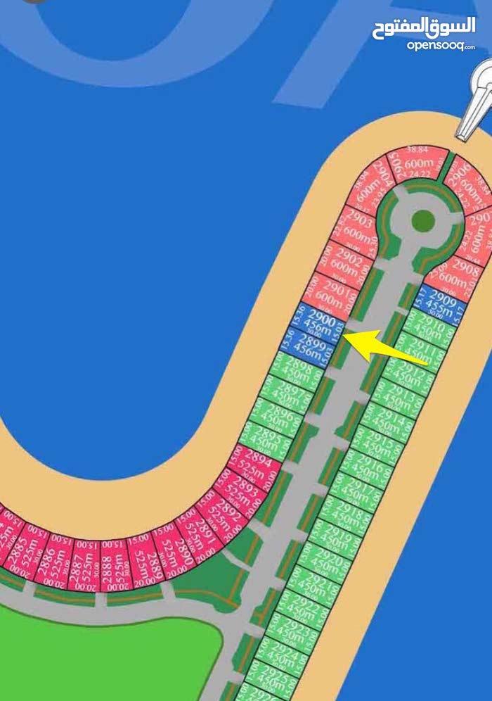 ارض  للبيع في صباح الاحمد البحرية على البحر مباشرة