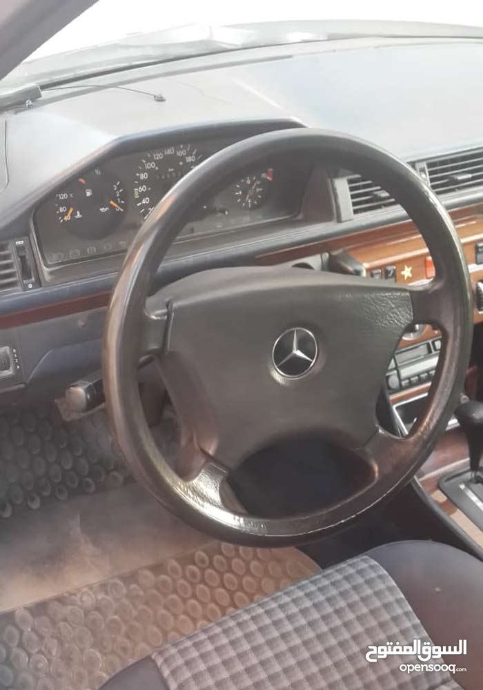 Mercedes Benz E 200 car for sale 1992 in Amman city