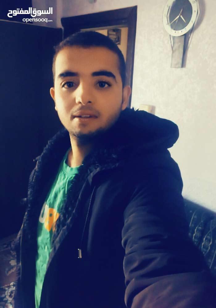 شاب من سكان عمان الأردن يبحث عن عمل في اي محافظه