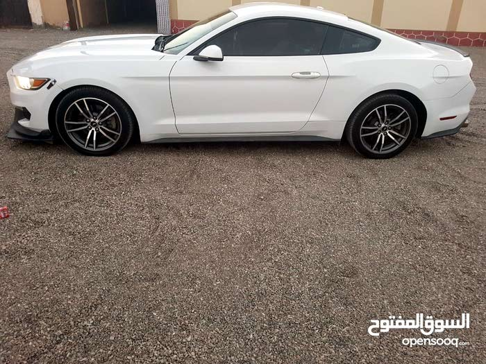 Ford Mustang 2015 For sale - White color