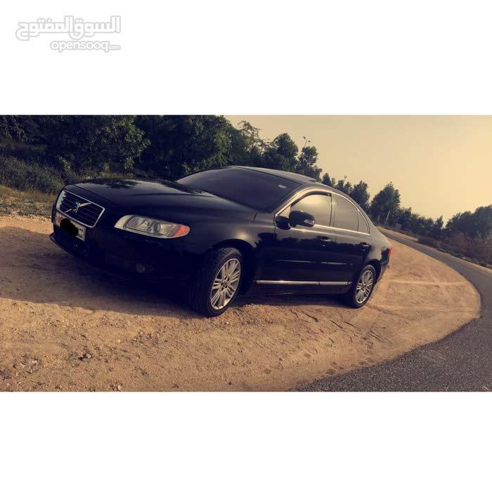 للبيع سيارة فولفو موديل 2011 ، 6 سلندر ، فل أوبشن ، بحالة ممتازة ،  السعر  2200BD