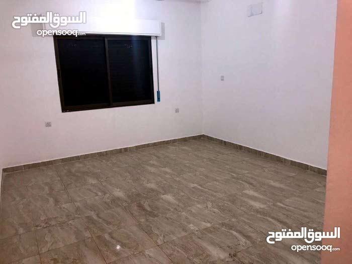 شقة للبيع طابق ارضي في منطقة الخامسه