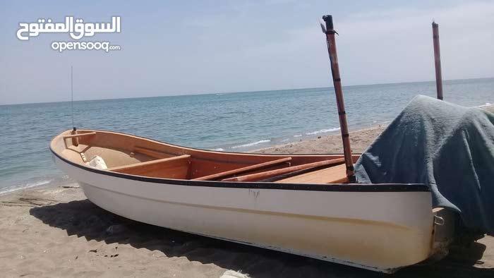 قارب 25 قدم للبيع بدون ملكيه مطلوب 1300 قابل