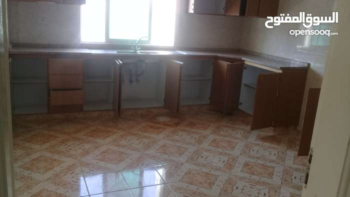 Al Balqa' neighborhood Salt city - 210 sqm apartment for rent