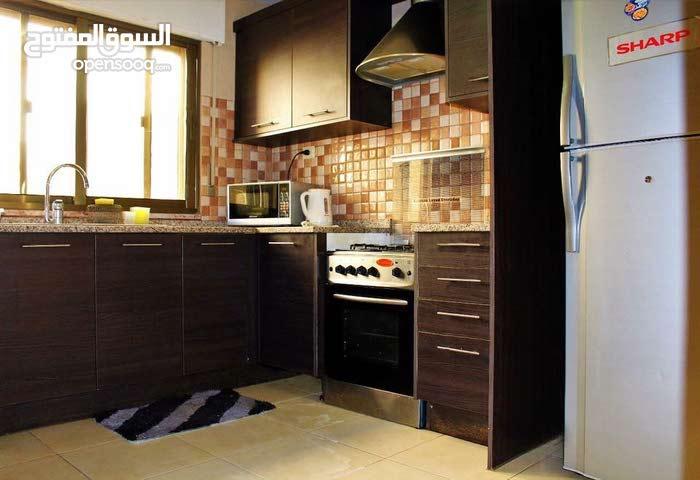 شقة استثمارية مميزة في الصويفية للبيع بسعر مغري