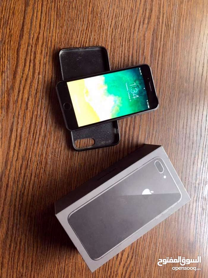 iPhone 8plus     كامل اغراضه الجهاز نضيف جدا و لا اي مشكلة ،مع كفر اسود    بسعر 530  0785959457