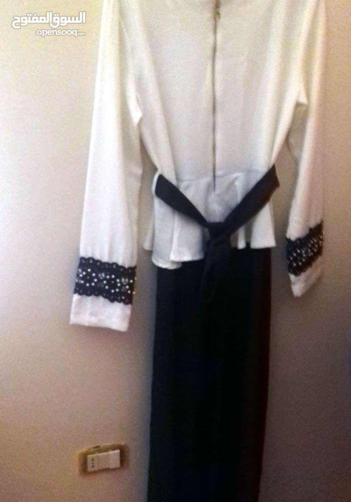 فستان جديد فقط ب15 دينار على القبة والايدي دنتيل ولولو