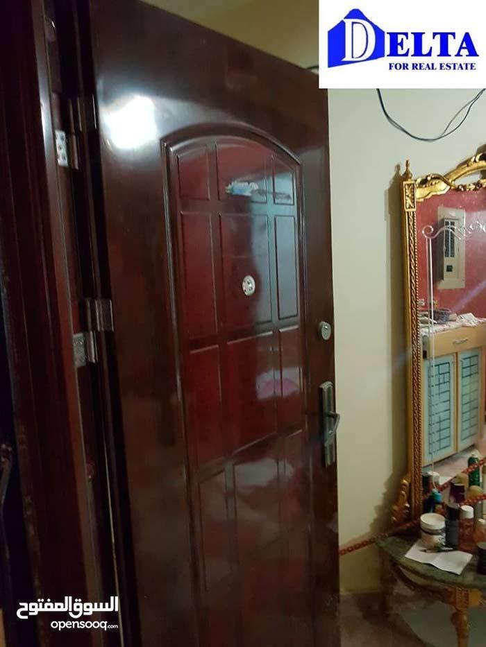 شقة سكنية بالحي التاني الترا سوبر لوكس بالفرش والتكييفات علي بعد دقيقتين من مسجد الحصري