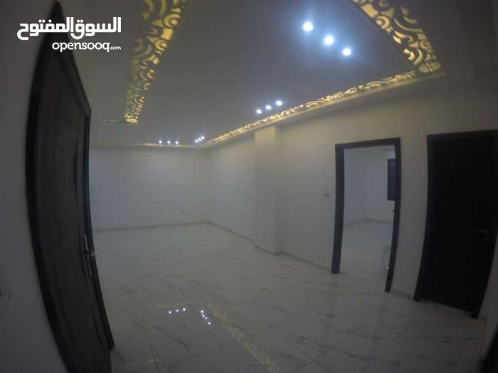 شقة طابقية (كل طابق شقة واحدة ) 140م2 جديدة من الملك مباشرة نقدا او بالاقساط