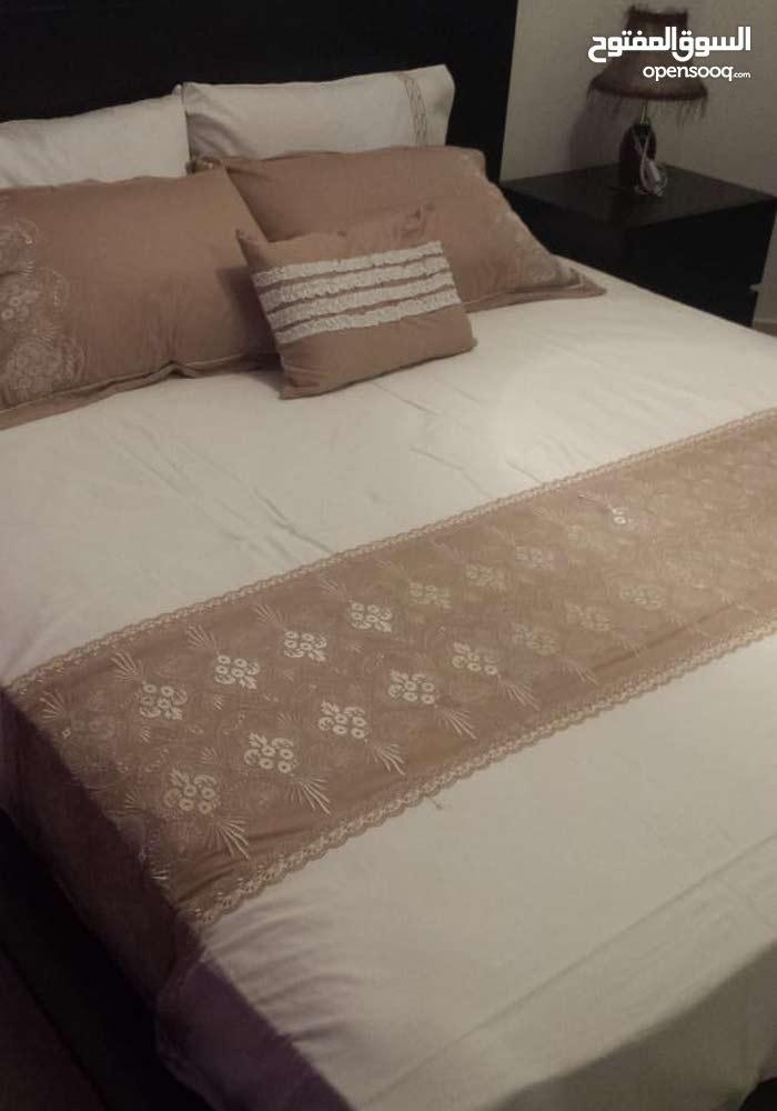 غرفة نوم فاخره تفصيل خشب زان بحالة الوكالة البيع بداعي السفر