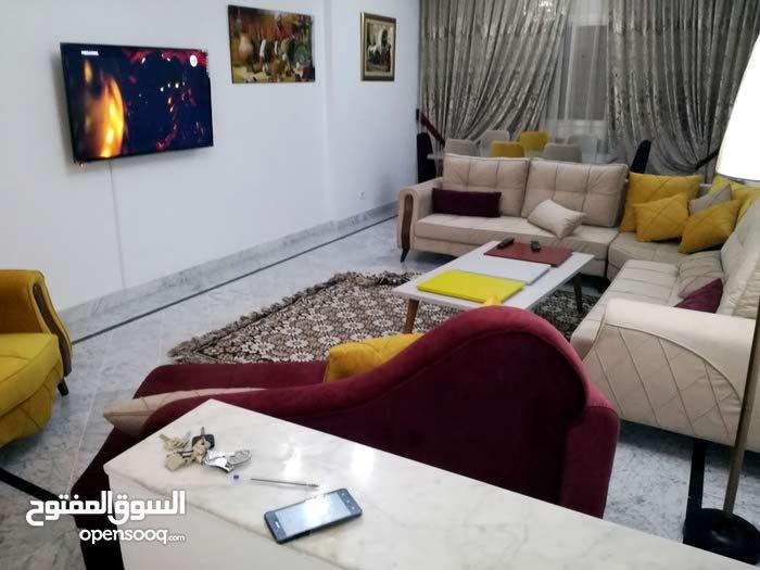 شقة ممتازة مفروشة للايجار بحي النصر 240م