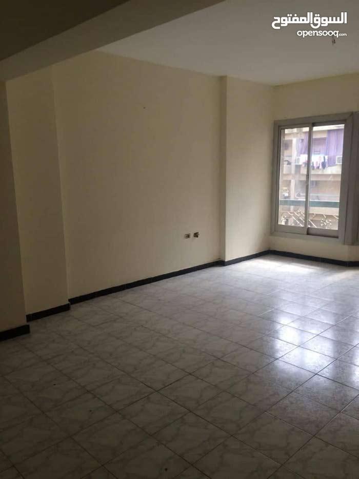 شقة للايجار بشارع السباق بجوار مطعم مؤمن عيادة او مكتب 60 م
