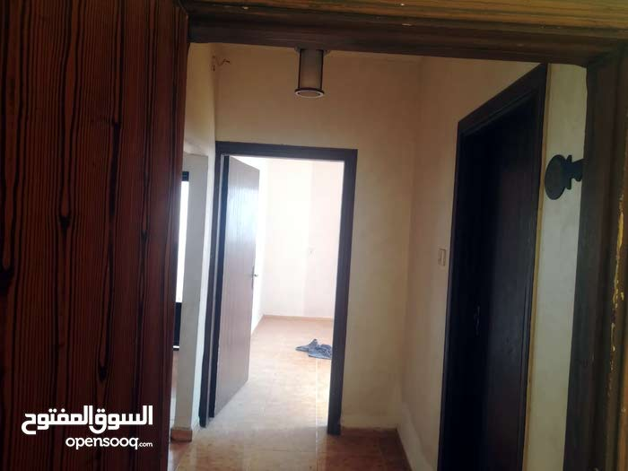 Awajan neighborhood Zarqa city - 130 sqm apartment for rent