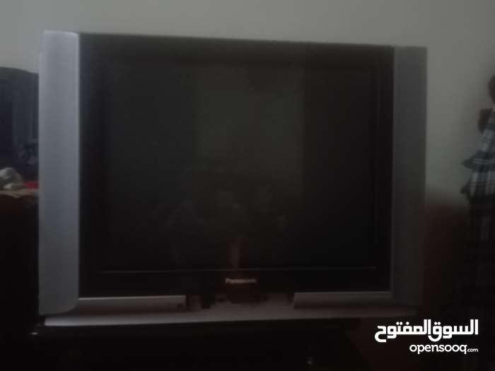 تلفزيون مع طاولة شبة جديدة بسعر مغري 60،دينار التلفويون
