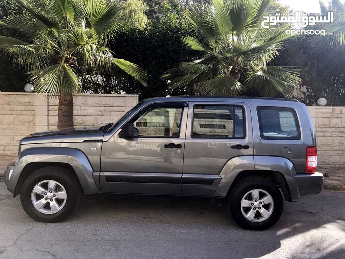Jeep Cherokee car for sale 2012 in Amman city