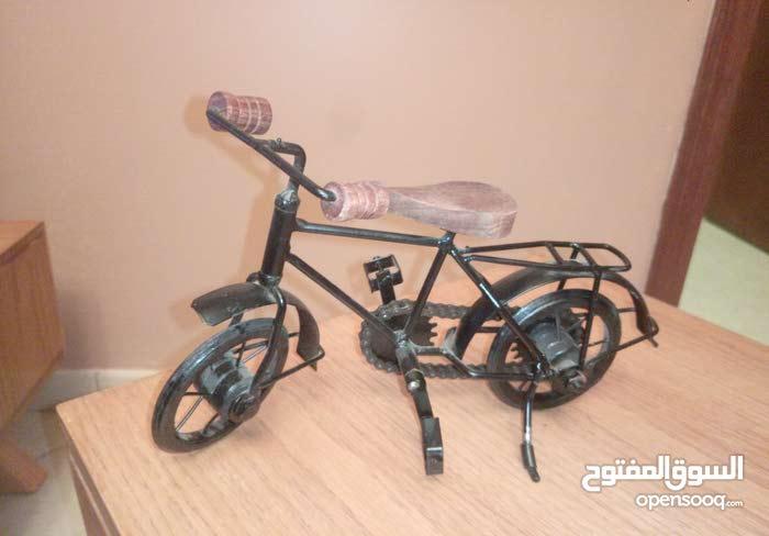دراجة صغيرة  معدنية لديكور المنزل