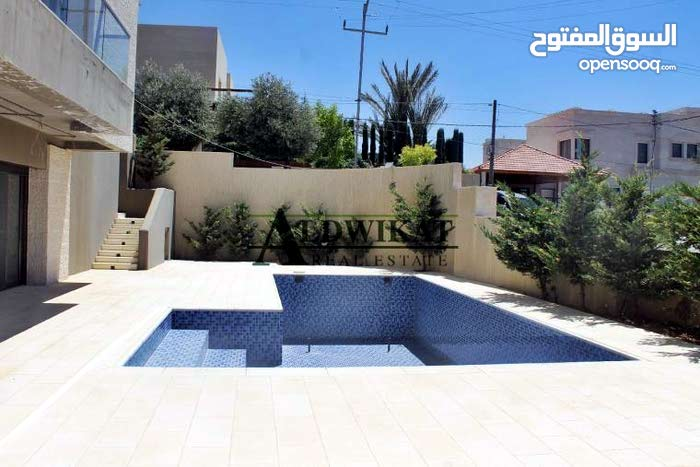 Villa consists of 5 Rooms and More than 4 Bathrooms in Amman