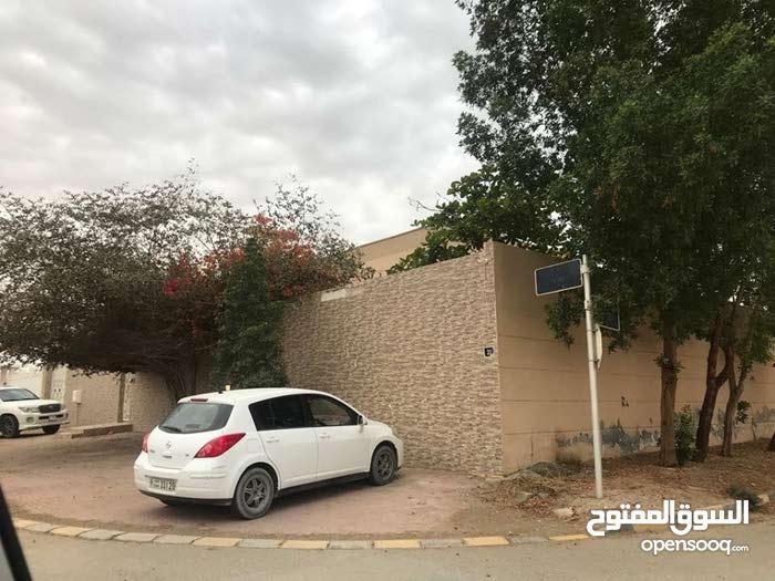للبيع / بيت لقطة على شارعين في دسمان