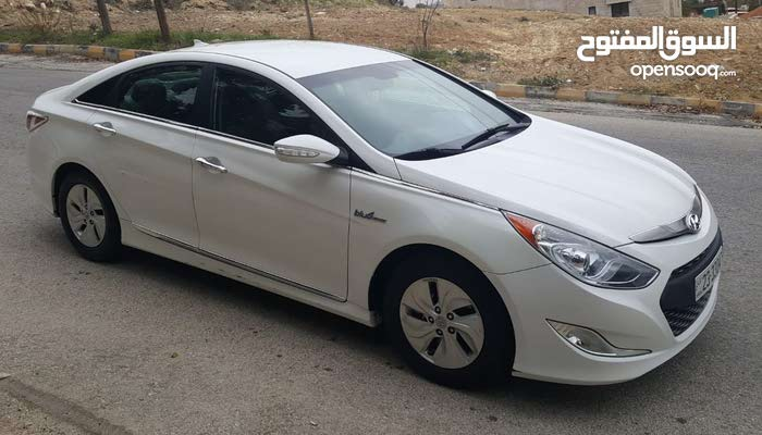 For sale a Used Hyundai  2013