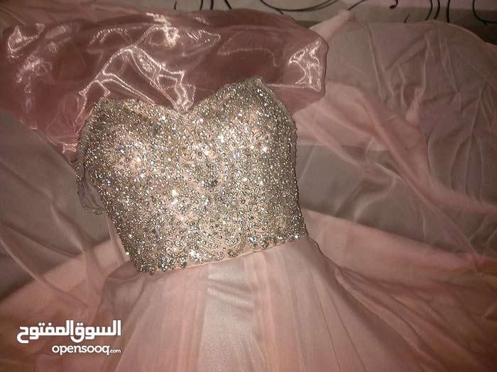 فستان للبيع (ملبوس)