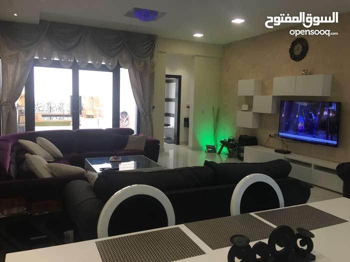 شاليه فخم للايجار في امواج علي البحر مع مسبح خاص